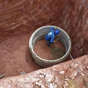 Construção de fossa provisória